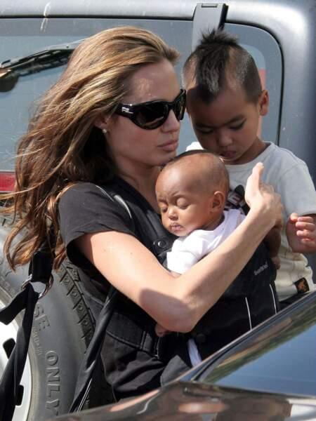 Angelina Jolie, Maddox et Zahara en 2005