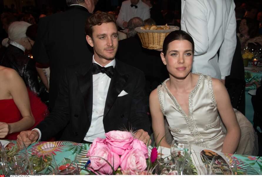 Pierre Casiraghi assis quelques instants plus tard au côté de sa soeur Charlotte Casiraghi