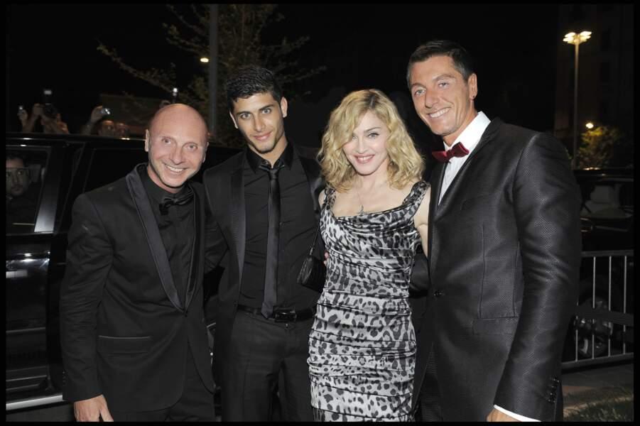 Madonna et Jesus Luz, avec Domenico Dolce et Stefano Gabbana à Milan en 2009
