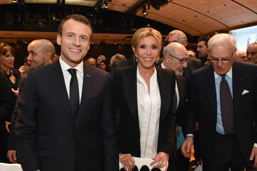 Brigitte Macron en blouse blanche et costume noir pour le 33ème dîner du CRIF