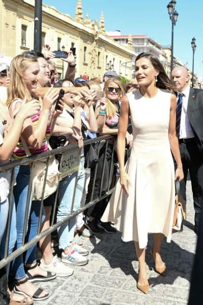 La reine Letizia acclamée par les fans à Sévillel e 12 septembre 2019.