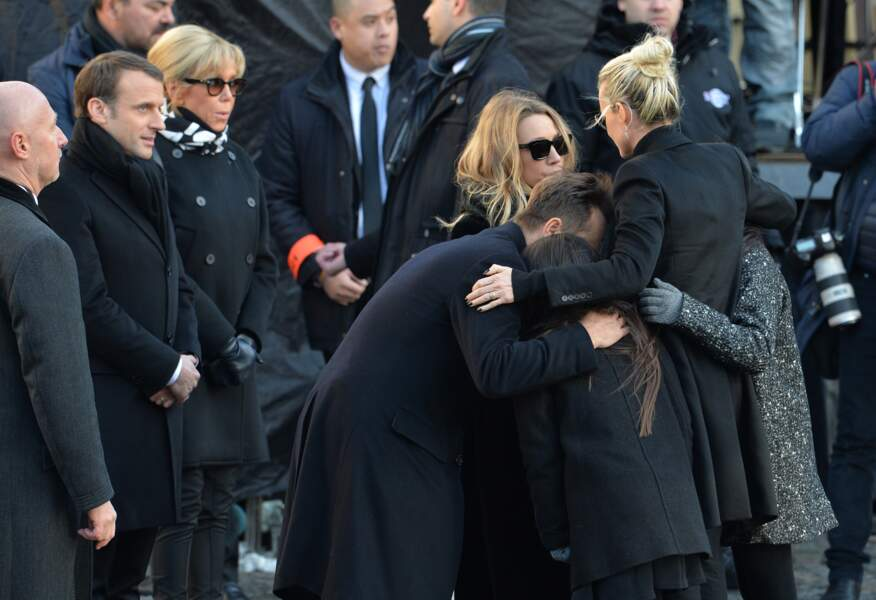 Le président Emmanuel Macron, sa femme Brigitte, Laura Smet, David Hallyday, Laeticia Hallyday et ses filles Joy et
