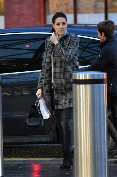 Son manteau, très efficace est signé Zara