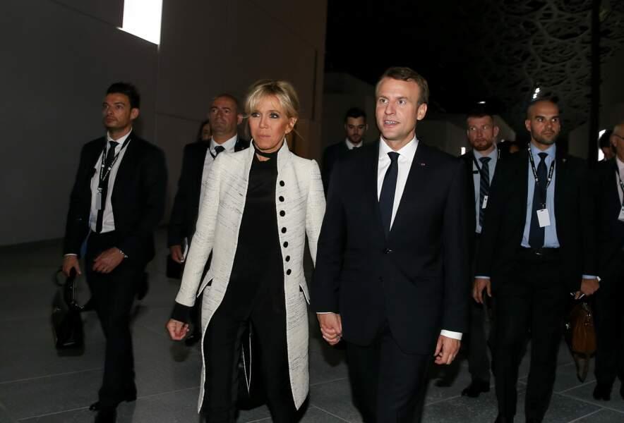 Brigitte Macron avait déjà porté ce même manteau dans un coloris différent à Abu Dhabi
