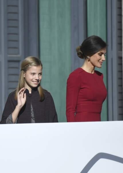 La reine Letizia d'Espagne avec son petit chignon bas roulé