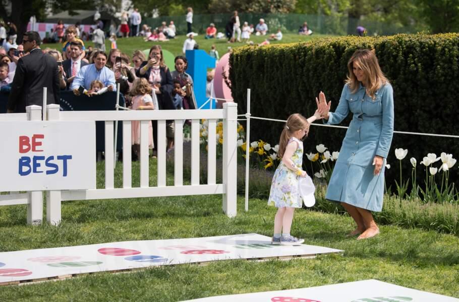 En ballerines, Melania Trump joue le jeu à fond de la chasse aux œufs de Pâques