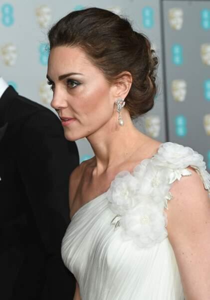 Lors des Bafta Awards le 10 février, Kate Middleton a opté pour un chignon plus classique et agrémenté de boucles