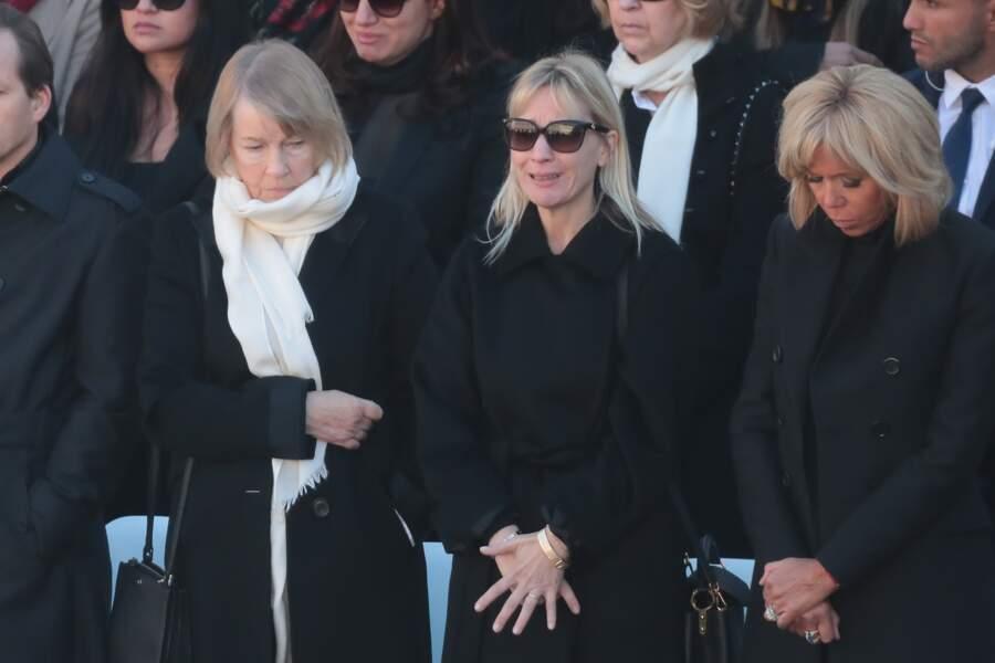 Katia, en larmes et entourée de sa mère Ulla et de Brigitte Macron lors de l'hommage national à Charles Aznavour