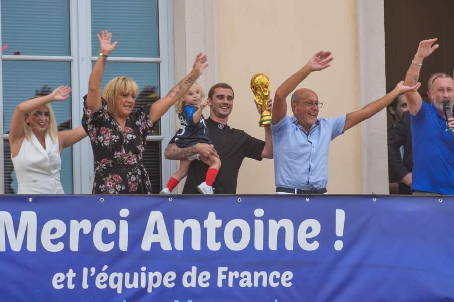 Antoine Griezmann devant les supporters à Mâcon