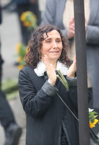 Aziza Zakine ( femme de Jacques Higelin et mère de Izïa) lors des obsèques de Jacques Higelin au cimetière du Père