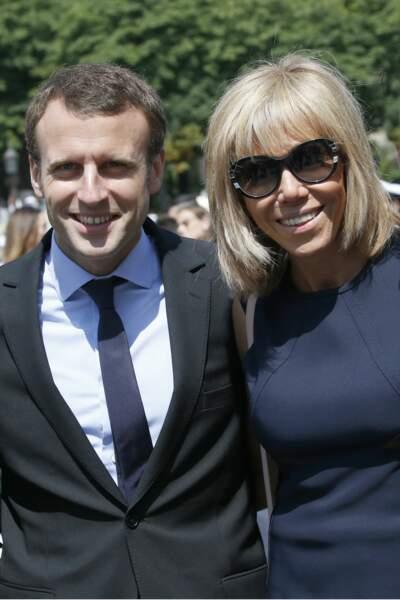 Le ministre de l'économie, de l'industrie et du numérique Emmanuel Macron et sa femme Brigitte, le 14 juillet 2016