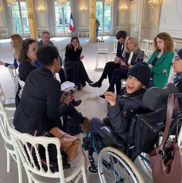 Très attachée à la notion d'inclusion, Brigitte Macron s'est entretenue avec ces 5 mamans et ce papa solos