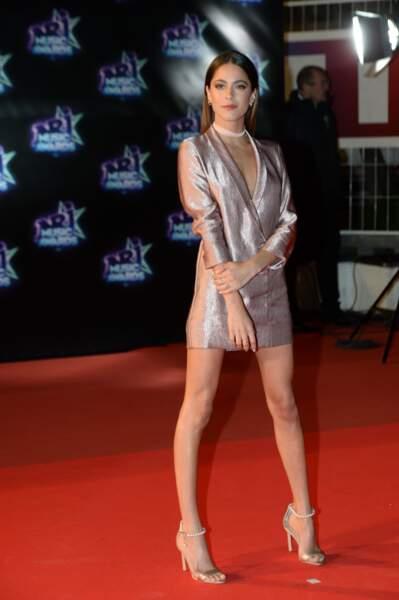 Martina Stoessel en robe-blazer ultra courte lors des NRJ Music Awards à Cannes, le 12 novembre 2016