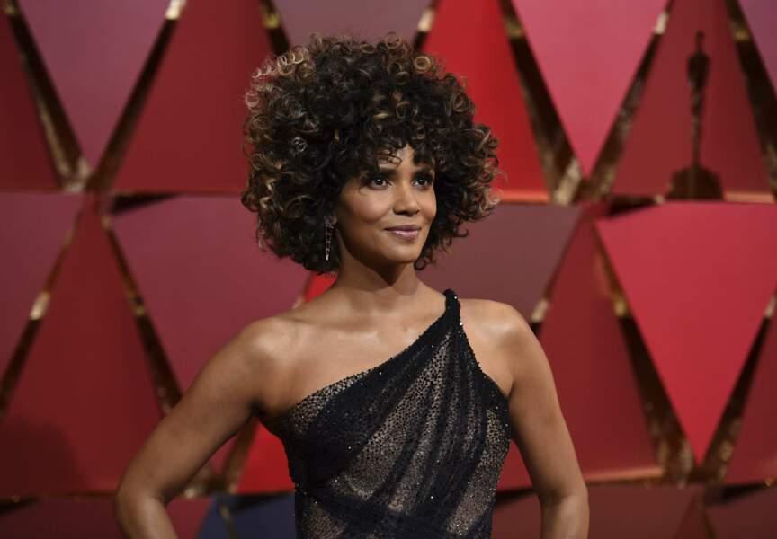 Halle Berry sur le tapis rouge de la 89e cérémonie des Oscars