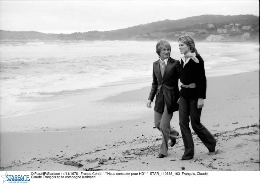 Claude François et sa compagne Kathalyn Jones en 1976 en Corse