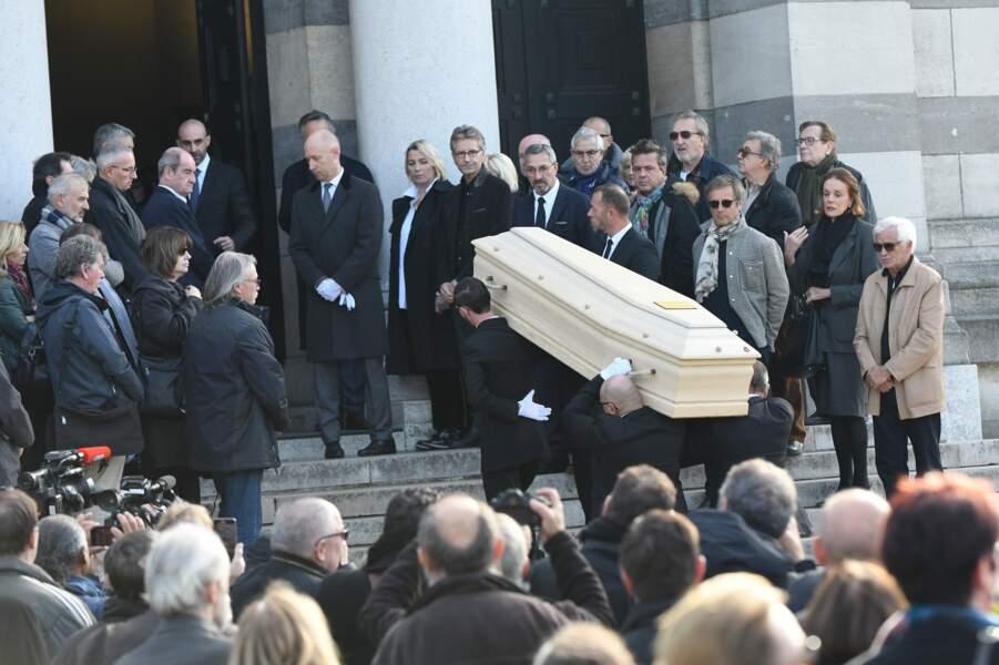 Emotion des proches et anciens collaborateurs de Philippe Gildas, au cimetière du Père-Lachaise, le 5 novembre 2018