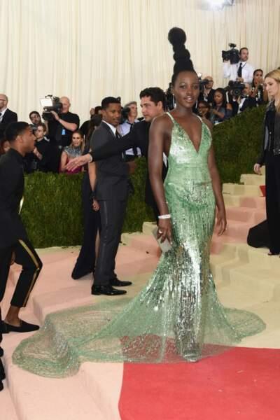 Lupita Nyong'o en Calvin Klein