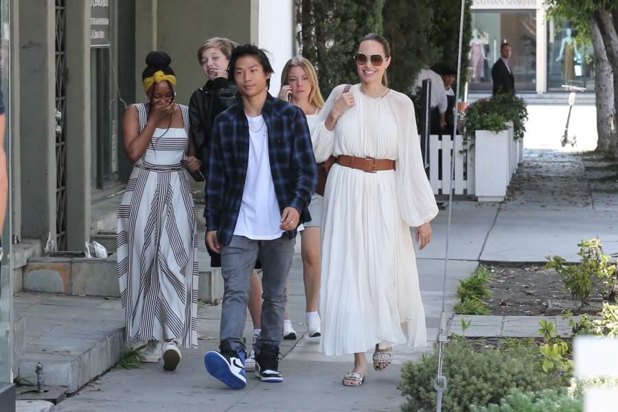 Angelina Jolie était radieuse entourée de ses enfants