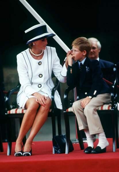 Diana et Harry lors du VJ Day, en 1995