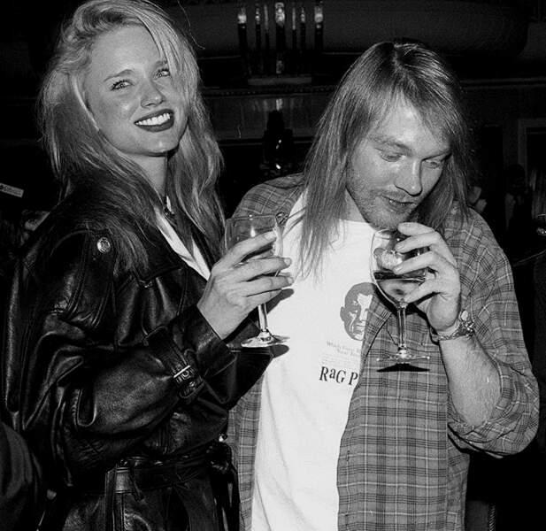 Axl Rose avec sa nouvelle petite amie Jennifer Driver en 1994