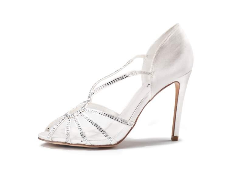 Sandale en strass, tulle et similicuir satin, Menbur, 100 €, sarenza.com