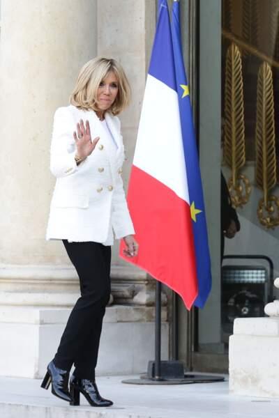 Brigitte Macron, élégante après un déjeuner de travail avec Clar Weah, la femme du président du Libéria