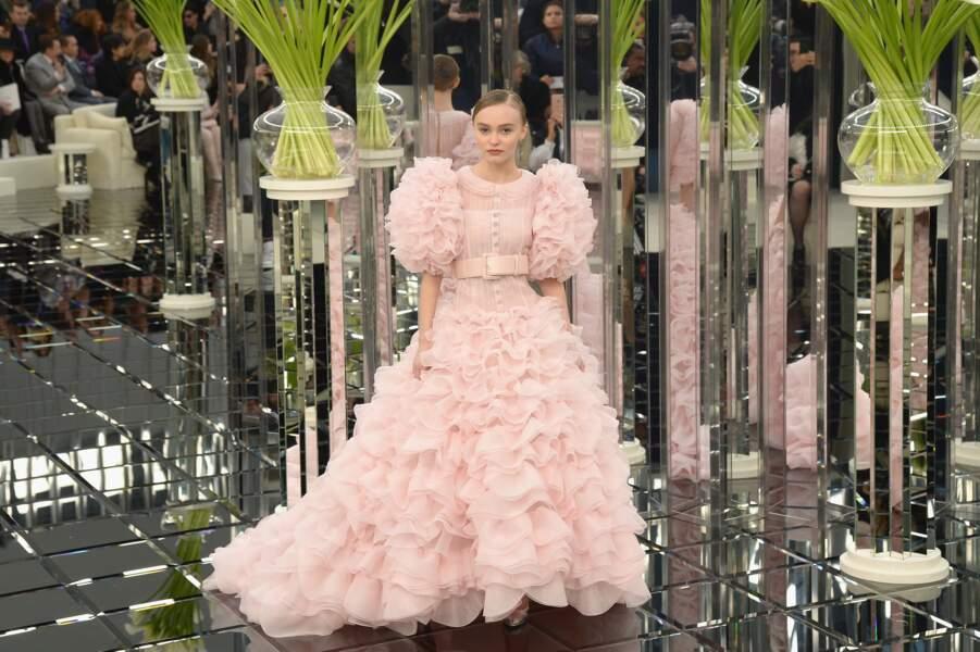Lily-Rose Depp fleur romantique vient clore le défilé Chanel