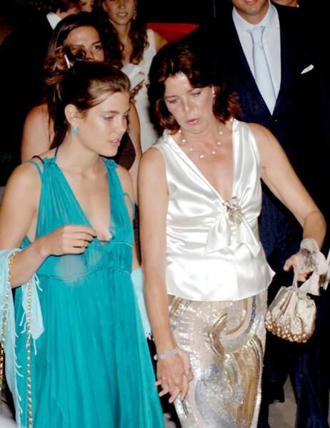 En effet, 14 ans plus tôt, Charlotte Casiragi portait la même robe que celle choisie par sa petite soeur.
