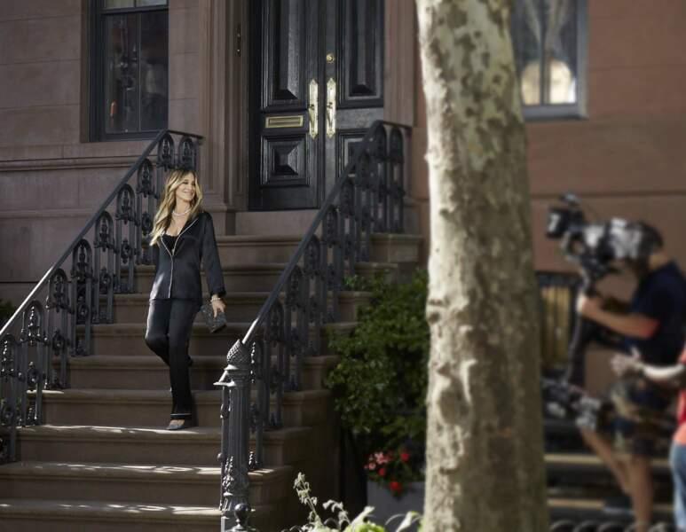 20 ans après Sex and the city, Sarah Jessica Parker devant son célèbre appartement pour Intimissimi