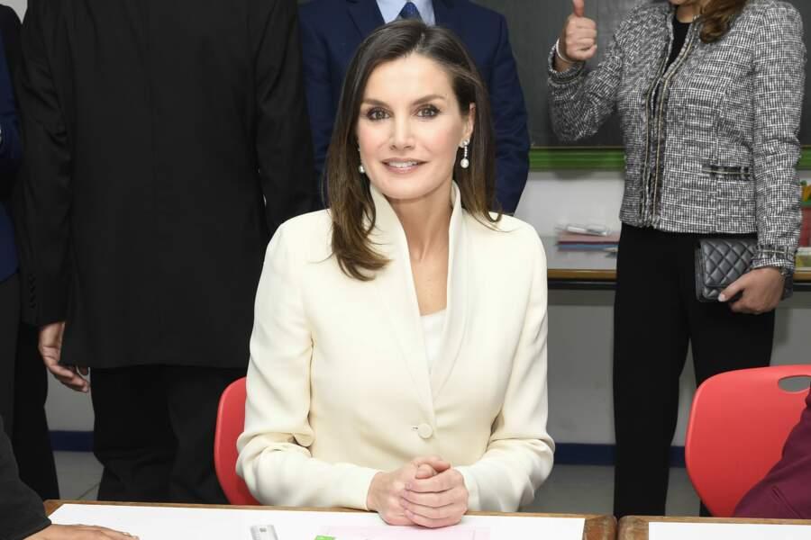 La reine Letizia d'Espagne avec un magnifique side-hair