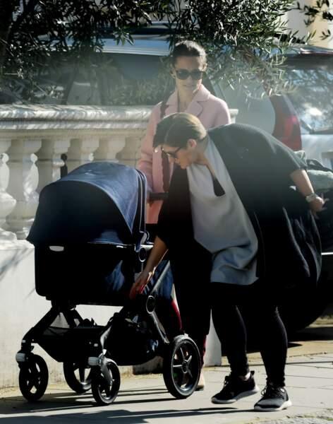 Pippa Middleton avec son fils Arthur et la nounou de ce dernier, sous le soleil londonien, le 27 février 2019