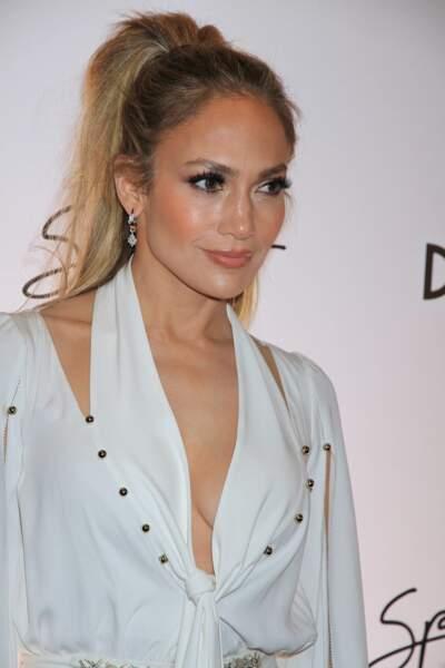 Un visage sculpté comme Jennifer Lopez avec une palette contouring