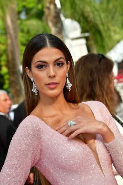 Côté bijoux, Iris Mittenaere a fait confiance à la marque de joaillerie De Grisogono