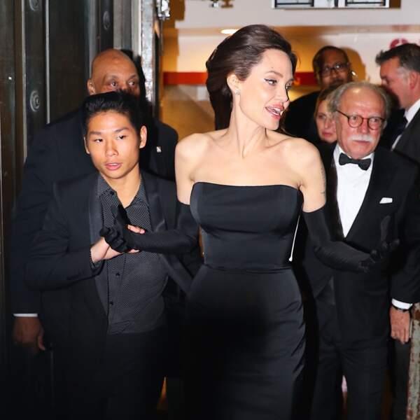 Angelina Jolie superbe à la sortie du Cipriani Wall Street à New York en famille