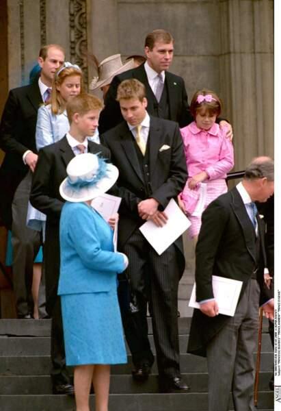 Eugénie d'York et Béatrice d'York, avec leurs cousins, les princes William et Harry, en juillet 2000