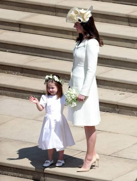 Kate Middleton et sa fille, radieuses, sur les marches de la chapelle