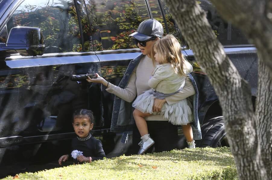 Kourtney Kardashian est une mère et une tante accomplie!