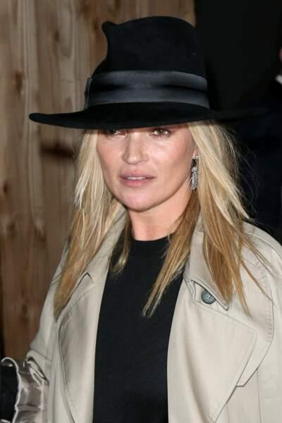 Le chapeau toujours porté avec élégance et un maquillage nude parfait pour la Brindille