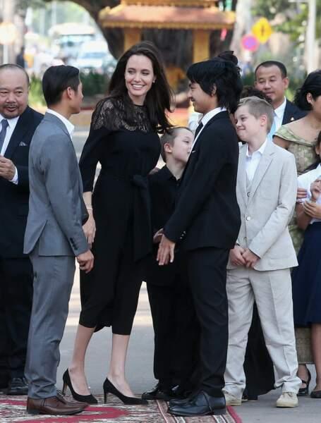 Angelina Jolie a rendu visite au roi du Cambodge Norodom Sihamoni.