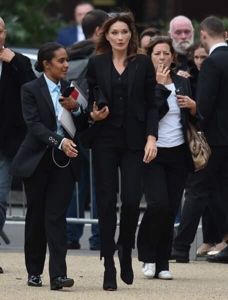 Carla Bruni-Sarkozy à Londres, assiste très élégante au défilé printemps-été 2020 Burberry