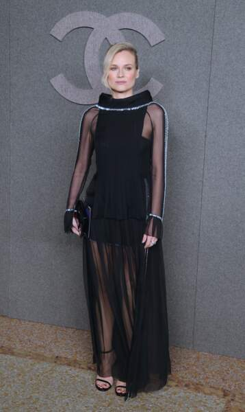 Diane Kruger sublime  avec une robe noire courte doublée d'une voile chez Chanel