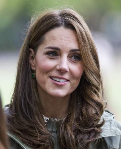 Kate Middleton le teint bronzé et les cheveux joliment éclaircis pour son retour de congé maternité