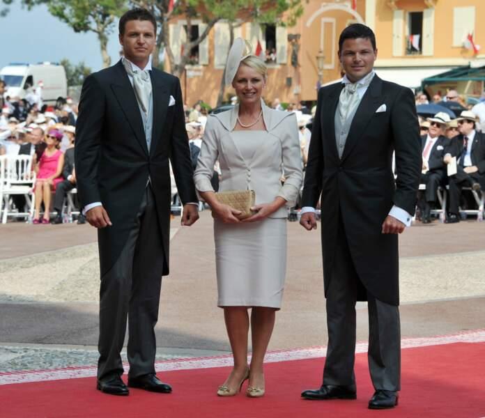 Sean et Gareth Wittstock, avec leur mère Lynette, lors du mariage de leur soeur, à Monaco, le 2 juillet 2011