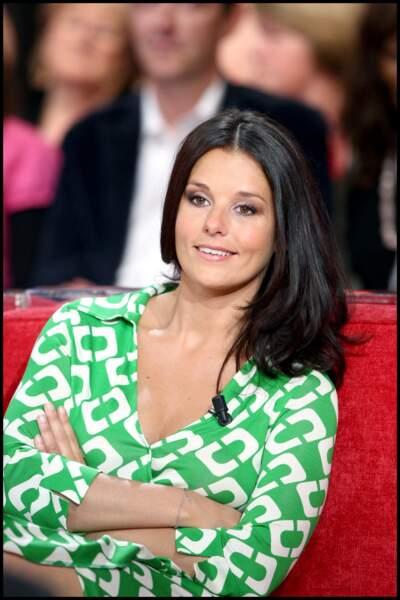 Faustine Bollaert opte pour le style robe 80 le 22 avril 2009 à Paris