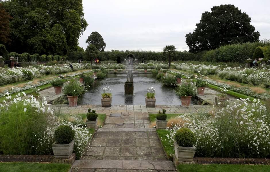 Jardin favori de Diana à Kensington, l'endroit a été fleuri de blanc, pour les 20 ans de sa mort, durant l'été 2017