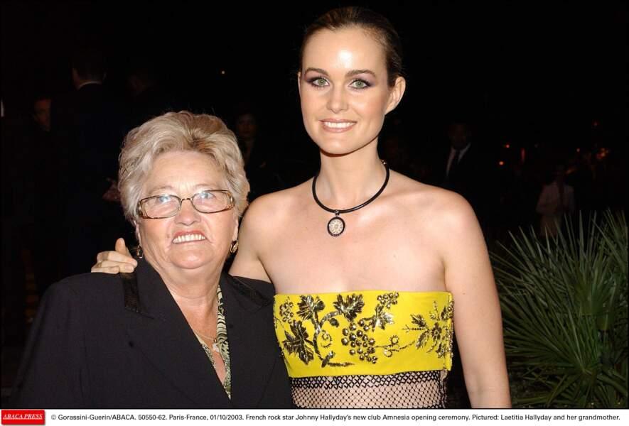 Elyette Boudou dite Mamie Rock et sa petite-fille Laeticia Hallyday en 2003