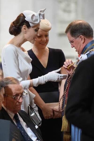 Angelina Jolie ressemble presque à Kate Middleton sur cette photo
