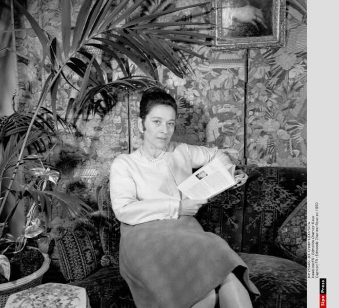 Edmonde Charles-Roux en 1950 chez elle en 1950