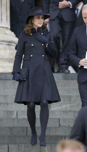 Kate Middleton, très enceinte  et très sobre pour rendre hommage aux victimes de la Tour grenfell