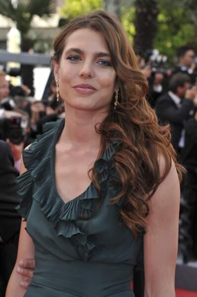Side-hair hollywoodien pour Charlotte Casiraghi qui vient de donner naissance à son deuxième enfant.